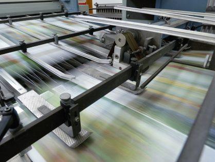 Jaka jest różnica między drukiem na folii, drukiem na papierze a sitodrukiem?